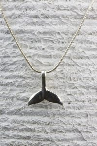 colgante cola de ballena plata