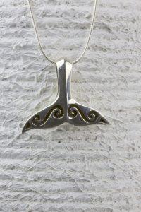 colgante cola de ballena olas plata